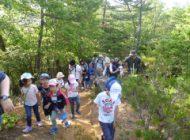 クイズラリーコースをハイキング